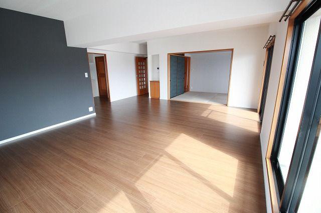 広いお部屋をお探しのファミリーにおススメ☆彡 居室3部屋+約23帖のLDKです♪ゆったり暮らせます♪
