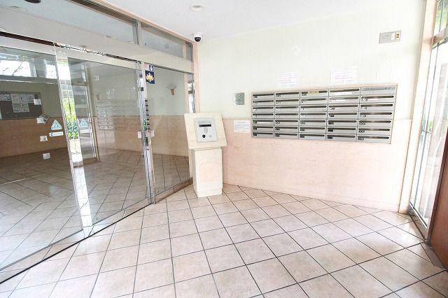 安全に配慮されたオートロックマンションです♪室内TVモニタ付インターホンで来訪者を確認できます。