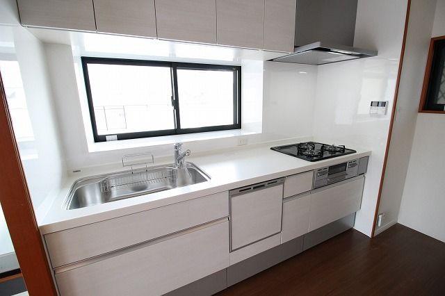 新品キッチンは食洗機つきなので、忙しい朝もサッと片づけできていつでもキレイなキッチンをキープできます。