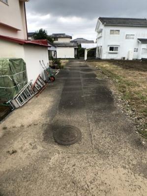 【前面道路含む現地写真】大島町 売地