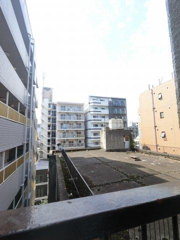 7階、バルコニーからの眺望です。