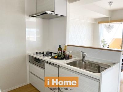 キッチン新調しています! 浄水器付水栓、食洗機付いています!