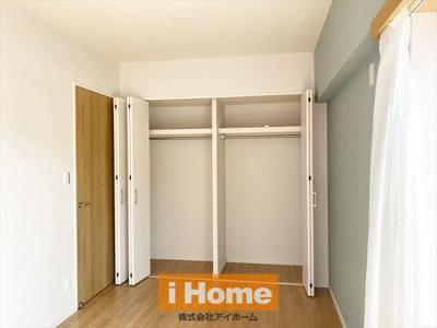 【サービスルーム 約6.0帖】 2面採光のお部屋です! 収納も付いています!
