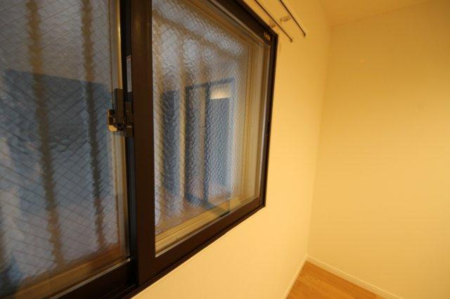 各窓にはインナーサッシを新しく取付け、防音性や結露防止に効果が期待できます