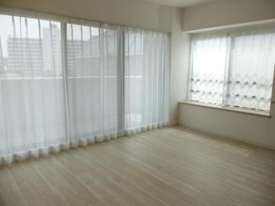 二面採光で、明るく風通しの良い室内です。