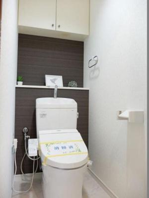 便利なシャワー機能付きトイレです。