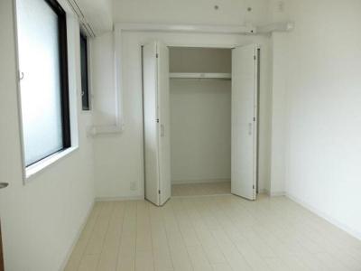 全居室収納付きでお部屋を広々有効的に使えます。
