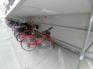 駐輪場は屋根があるので、雨の日も自転車を守ってくれます。