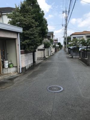 【前面道路含む現地写真】鈴木町2丁目中古戸建