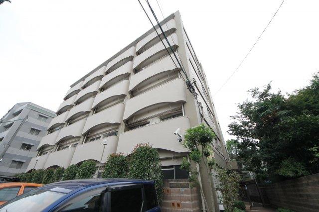 高宮駅から徒歩6分という好立地、静かな環境も魅力です。 お部屋は5階角部屋、エレベーター有。
