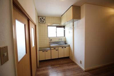 収納豊富なキッチンです(^^