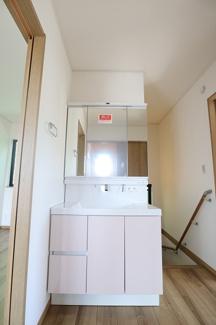 千葉市花見川区検見川町 新築一戸建て 新検見川駅 2F 三面鏡洗面台です