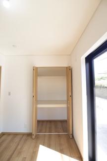 千葉市花見川区検見川町 新築一戸建て 新検見川駅 1F 洋室の収納スペースです