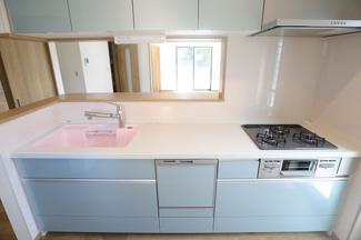 千葉市花見川区検見川町 新築一戸建て 新検見川駅 ビルトイン食洗機付きのカウンターキッチンです。