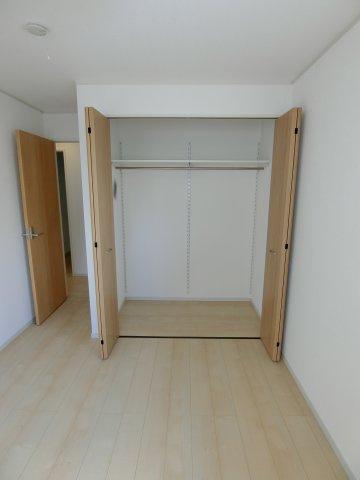 もちろん全居室に収納スペースがあります。 これだけの大容量なら収納スペースに困らないでしょう。 (施工例)