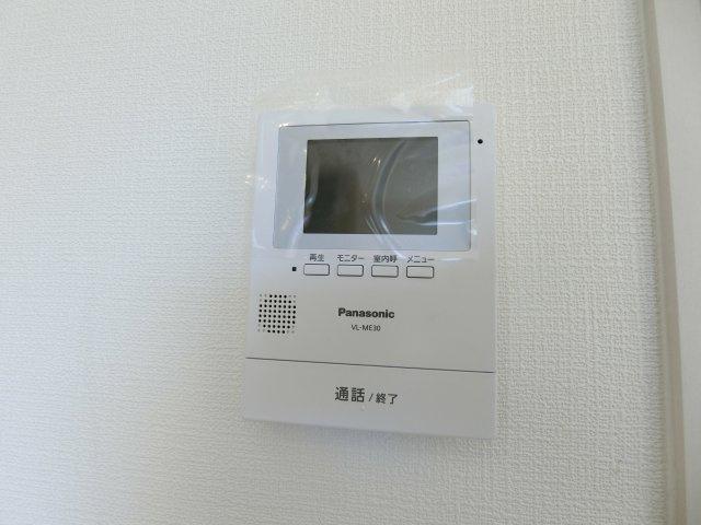 TVモニター付きインターホンで暮らしの安心・安全を守ります。 (施工例)