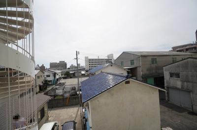 【陽当たりがポイント!】 前面に建物が無いと 洗濯ものも直ぐに乾きそう! リバービューの眺望もよく 言うこと無いですね!