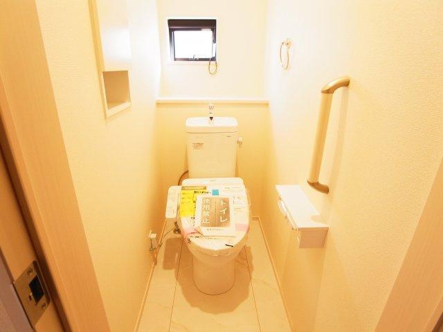 現地写真 節水タイプのウォシュレット付きトイレ、水道料節約に一役買います!
