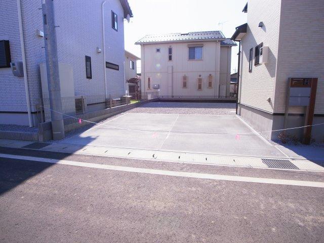 現地写真  駐車スペースは並列2台置けます♪