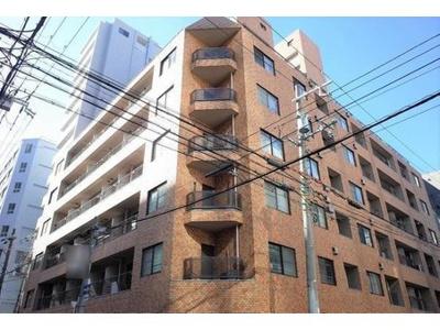 地下鉄堺筋本町駅まで徒歩約3分の便利な場所にあります。