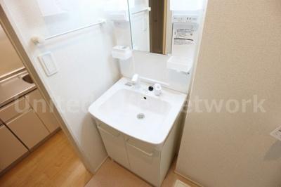 すっきりと清潔感のある洗面台