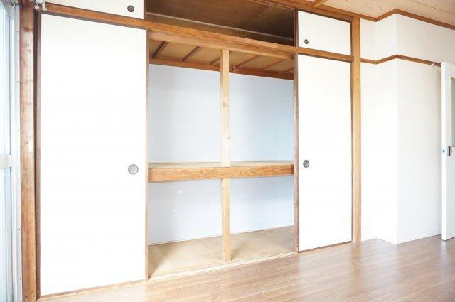 畳約2枚分の天井まである大容量押入です。