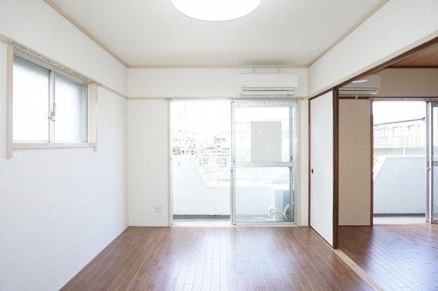 角部屋なので南・西面に窓があるとても明るい7.5帖洋室です。