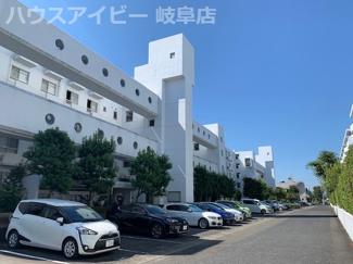 コーポ田神A棟 2階部分 可動棚付きパントリー・納戸スペースあります。駐車場1台継承可能