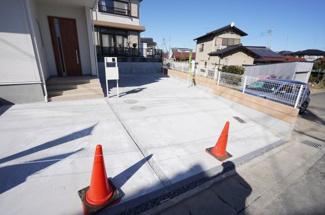 駐車は4台以上可能です。家族4人で1台ずつ車をもっても安心ですよ。