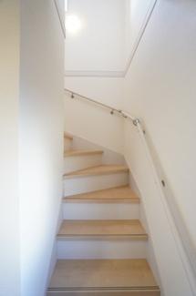 階段はリビングを通るので、毎日家族の顔を見られますね。