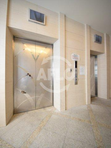 夕陽ヶ丘リバーガーデン エレベーター二基は防犯カメラ付きで安心です