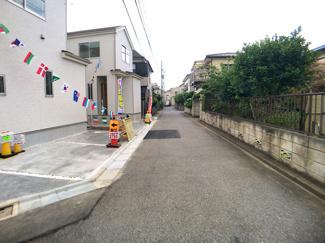 前面道路は3.8mの私道です。