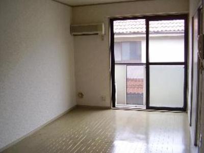 リビング 写真は102号室で103号室は反転になります