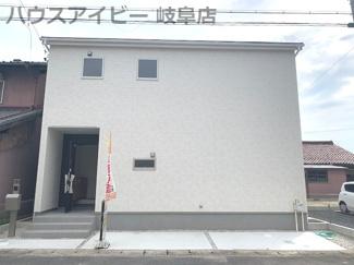 岐阜市南鶉 限定1棟 可動棚付き広々ウォークインクローゼット お車スペース並列3台可能! 勝手口 パントリースペースあります。