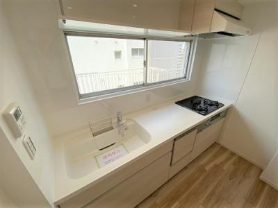 食洗機も付いた便利なシステムキッチンです。