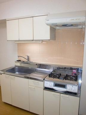 ガスコンロ設置可能で調理スペースもある使いやすいキッチンです。