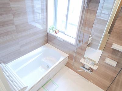 窓付きのお風呂は換気に優れてカビも防げます。