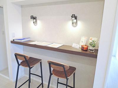カウンタースペースは書斎代わりに。お仕事やお勉強にも便利です。