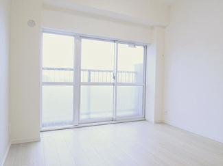 朝の目覚めも良くなりそうな明るいお部屋ですね。