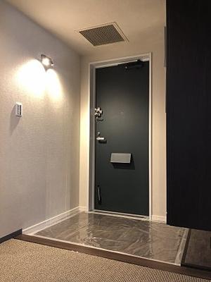 ゆとりある玄関にはシューズボックス付きです。