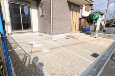 駐車スペース2台並列駐車可能