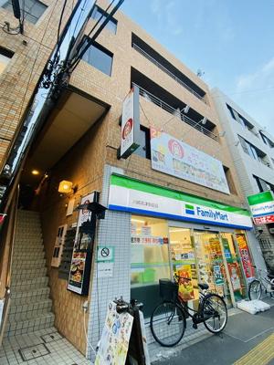 東急東横線「高津」駅より徒歩1分の駅前マンション♪建物1階にファミリーマート、近隣にはスーパーや病院があり生活に便利な立地です☆