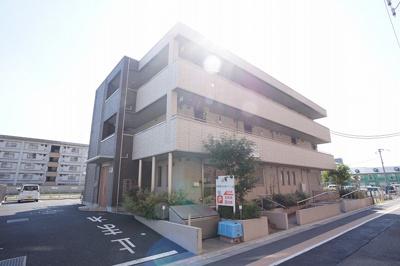 積水ハウス施工鉄骨造3階建ての建物です。
