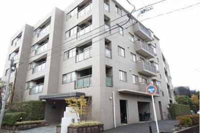 東急田園都市線「二子玉川」駅より徒歩約15分、東急大井町線「上野毛」駅より徒歩約11分の立地。