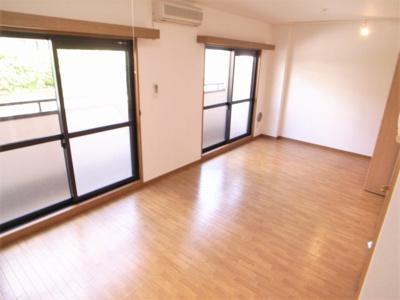 12帖の広い洋室はとても開放的ですよ