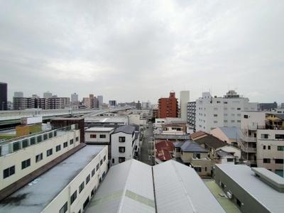 7階からの眺望は遮るものがなく、見晴らしが良いですね。バルコニーに出て深呼吸するだけでも癒されそうです♪