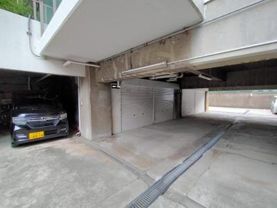 敷地内駐車場です。大切なお車を風雨から守れますね♪(空き状況は随時要確認)