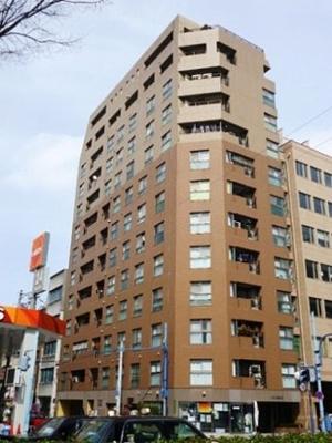 ペルル南森町は、平成10年2月に建築されたSRC造地上13階建・総戸数31戸 3DK~3LDKと単身者・ファミリー向けの分譲マンションです! 名前がかわいいと思いませんか?