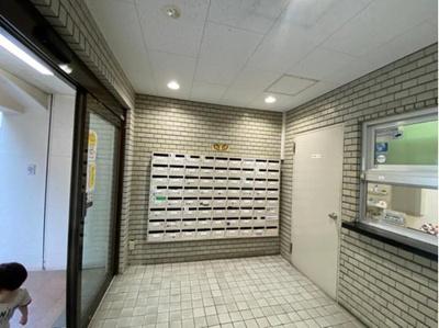 総戸数74戸、RC造の地下1階付10階建マンション。