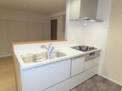 キッチンも新調され、新築時よりも使いやすく、機能性を上げています♪